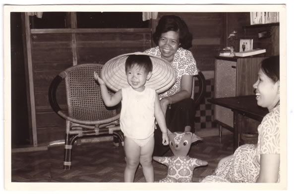 my Grandma (Cun Yie), Mom and sister in Thailand